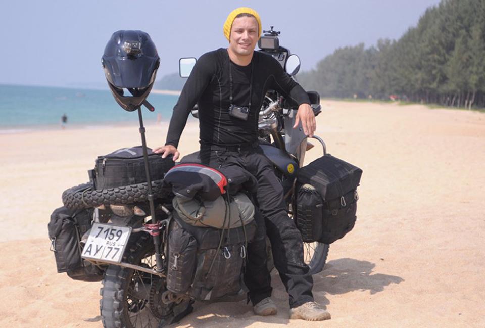 Russo dá volta ao mundo a bordo de moto