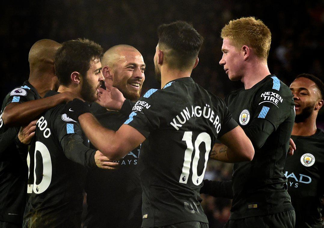City chega à 15ª vitória seguida e bate recorde no Inglês
