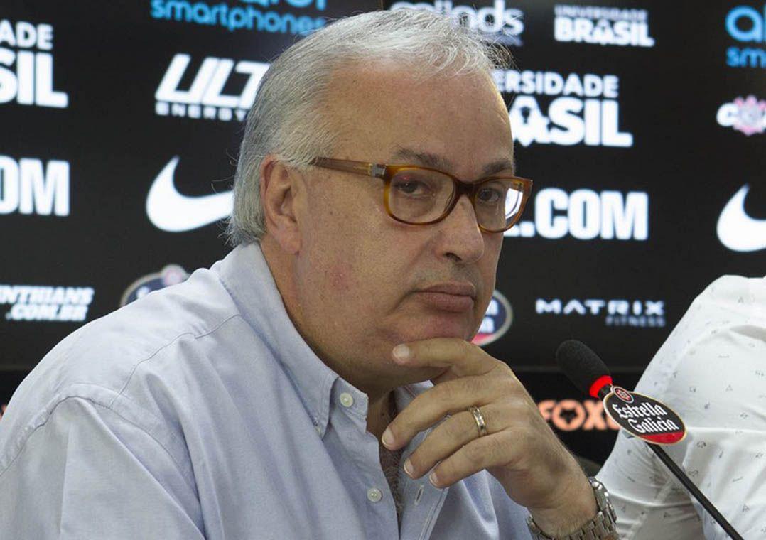"""Diretor do Corinthians nega acerto com Roger Guedes e vê """"liberação difícil"""" da China"""