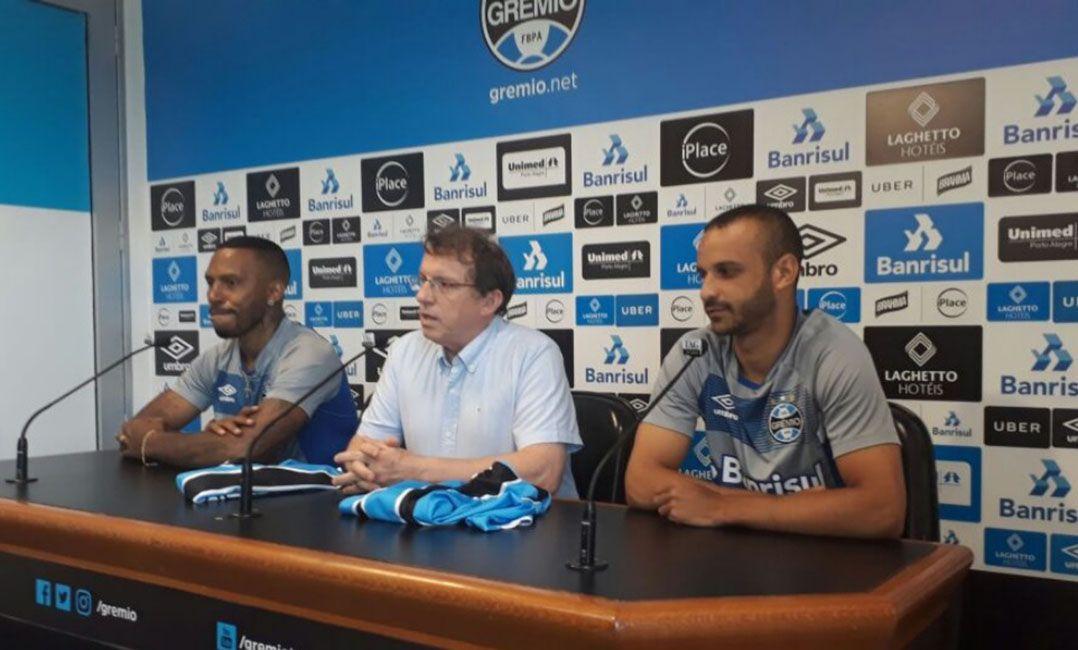 Apesar de expulsão, técnico do Grêmio elogia estreia de Paulo Miranda