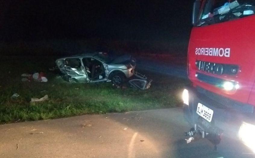 Carro Ford EcoSport foi atingido na traseira e pegou fogo