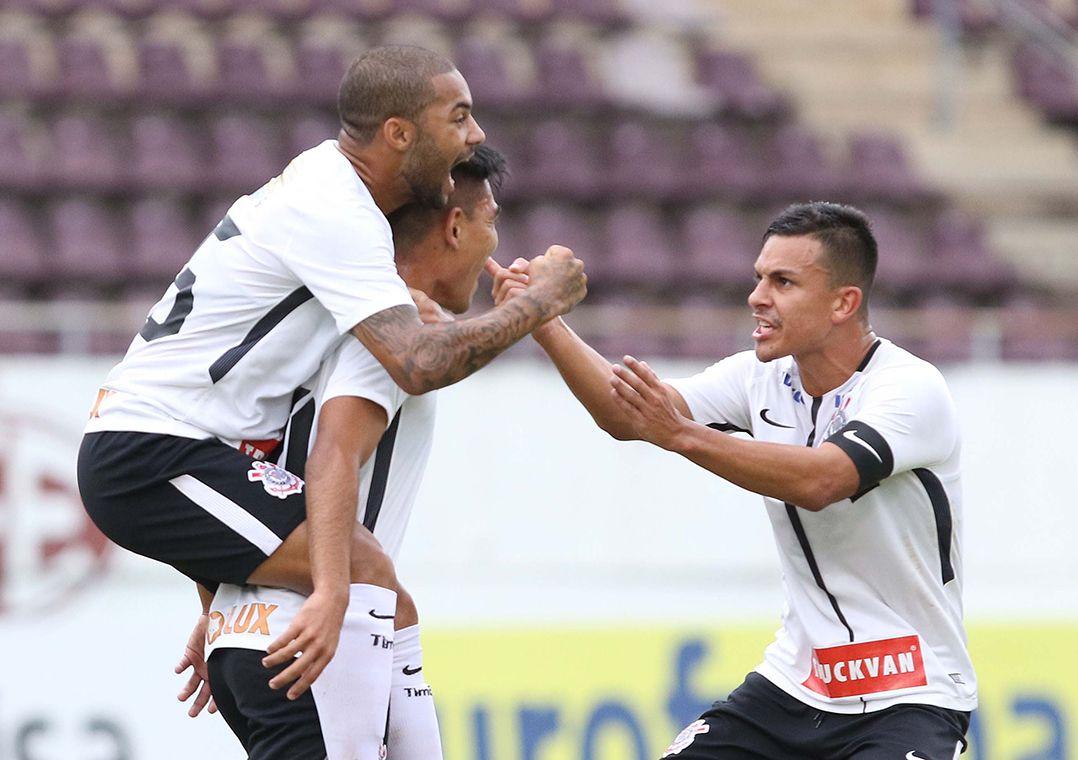 Após empate por 1 a 1 no tempo normal, Timão fez 4 a 1 nas penalidades / Célio Messias/Estadão Conteúdo