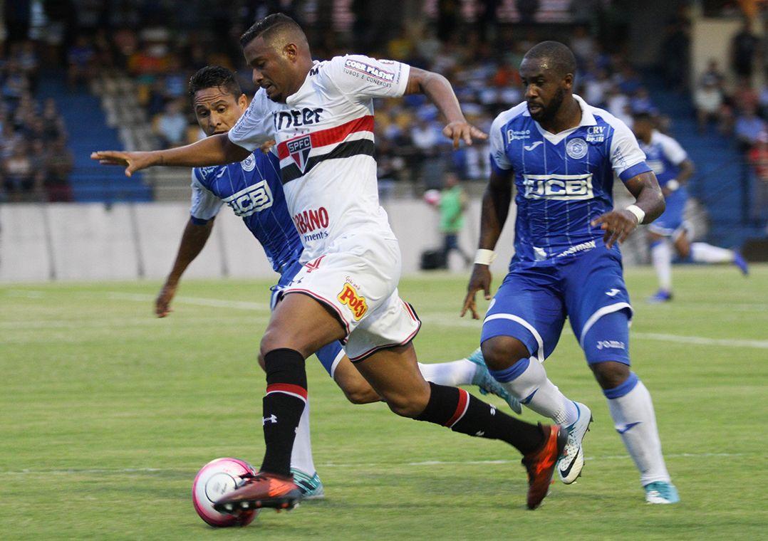 Com reservas, São Paulo perde na estreia do Paulistão