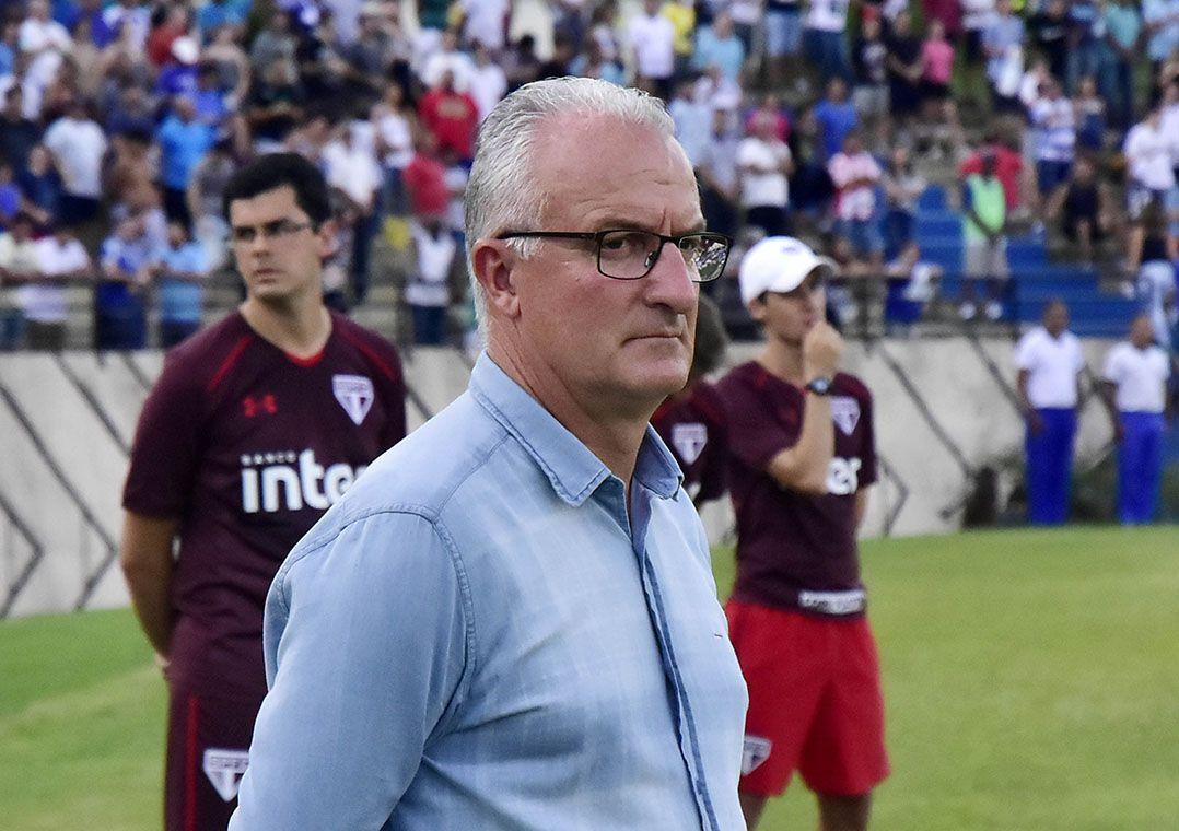 Dorival Jr defende atletas da base do São Paulo
