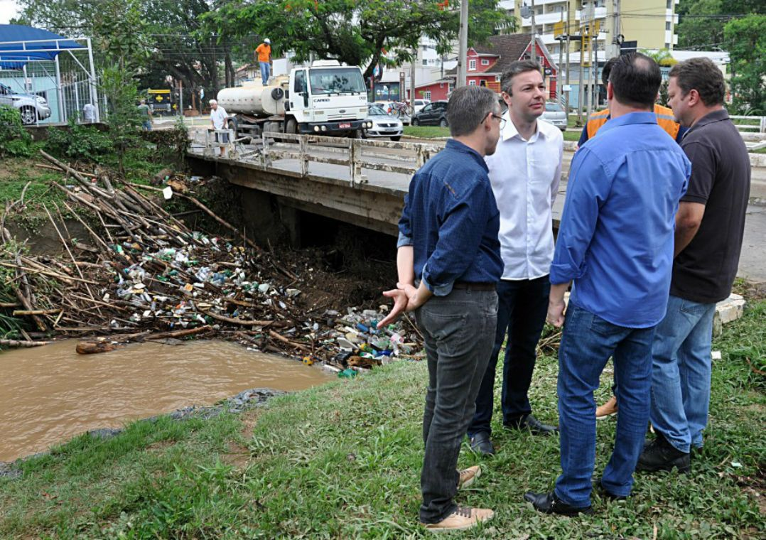 SC: Blumenau decreta situação de emergência após fortes chuvas