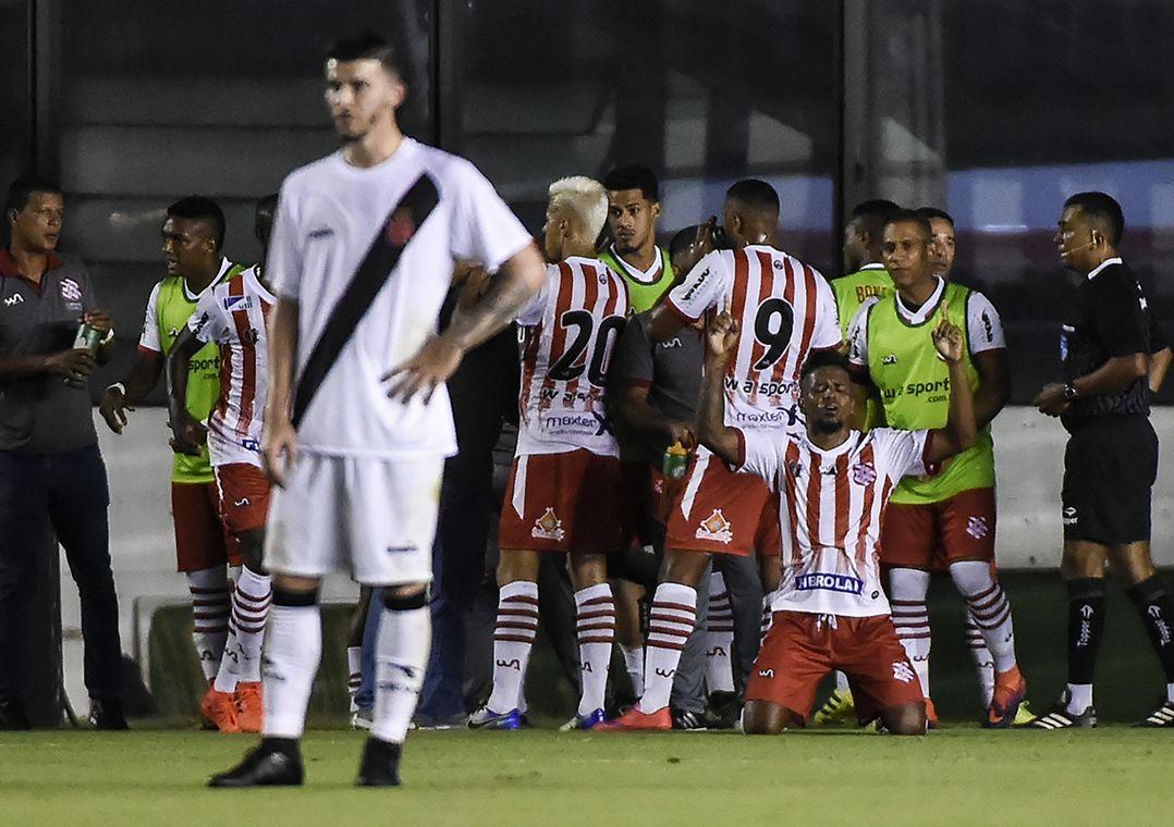 Vasco estreia com derrota para o Bangu em São Januário