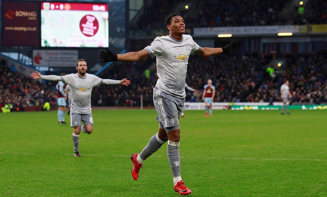 Manchester United vence Burnley e ainda sonha com título