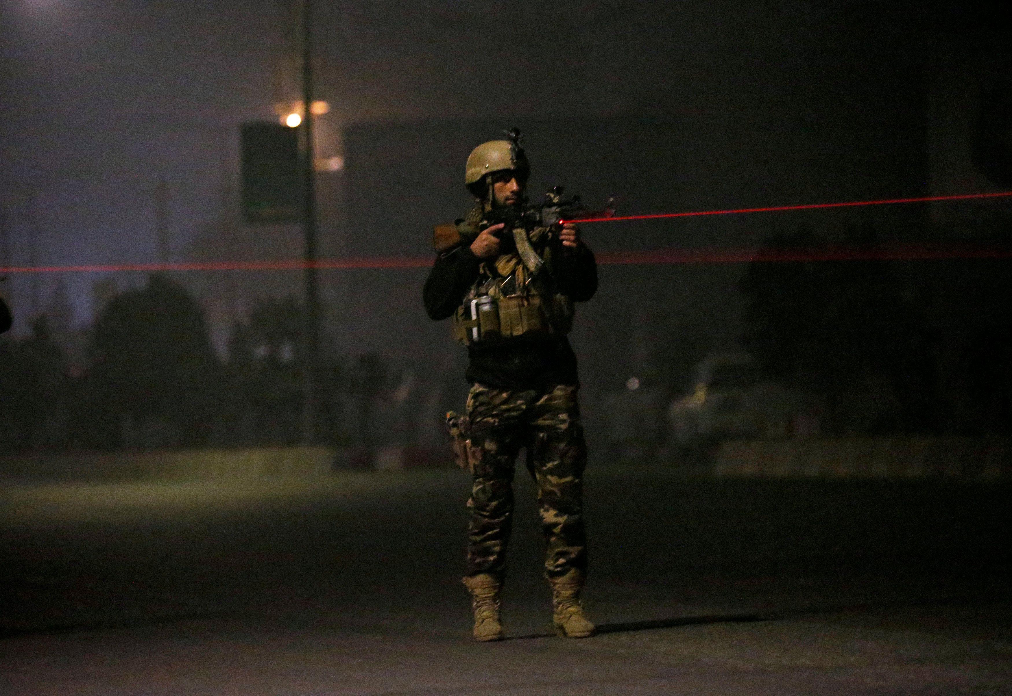 Homens armados atacam hotel de luxo em Cabul, no Afeganistão