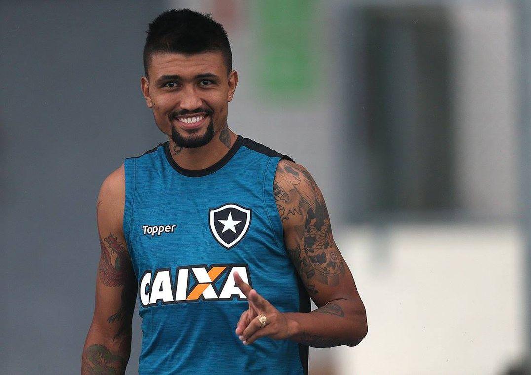 Kieza assina por dois anos com o Botafogo   chego muito motivado  -  Band.com.br e7d9309ccdbd8