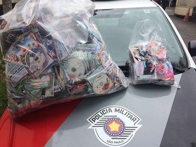 Polícia Militar apreendeu 4900 DVDs e 1065 CDs  / Divulgação/PM