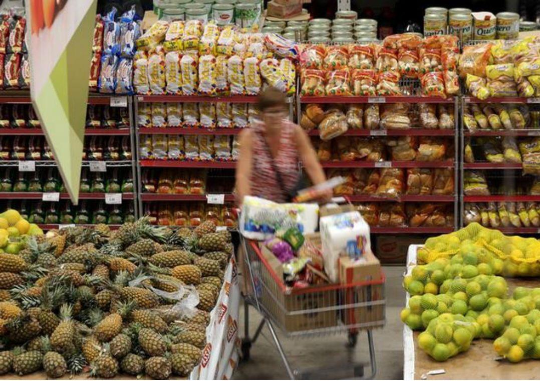 Alimentos muito doces terão alerta para consumidor, diz ministro