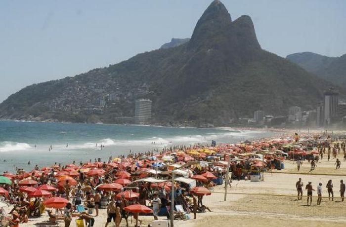 A praia de Ipanema está entre as liberadas  / (Foto: Agência Brasil)