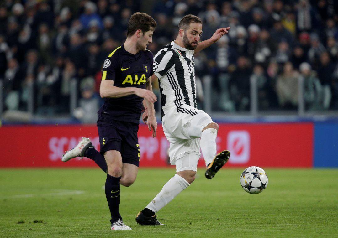 Higuaín marcou duas vezes, mas perdeu um pênalti / Max Rossi/Reuters