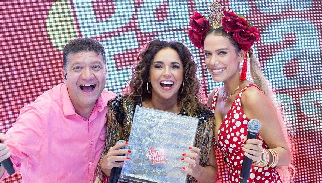 Daniela Mercury recebe o trofeu Band Folia