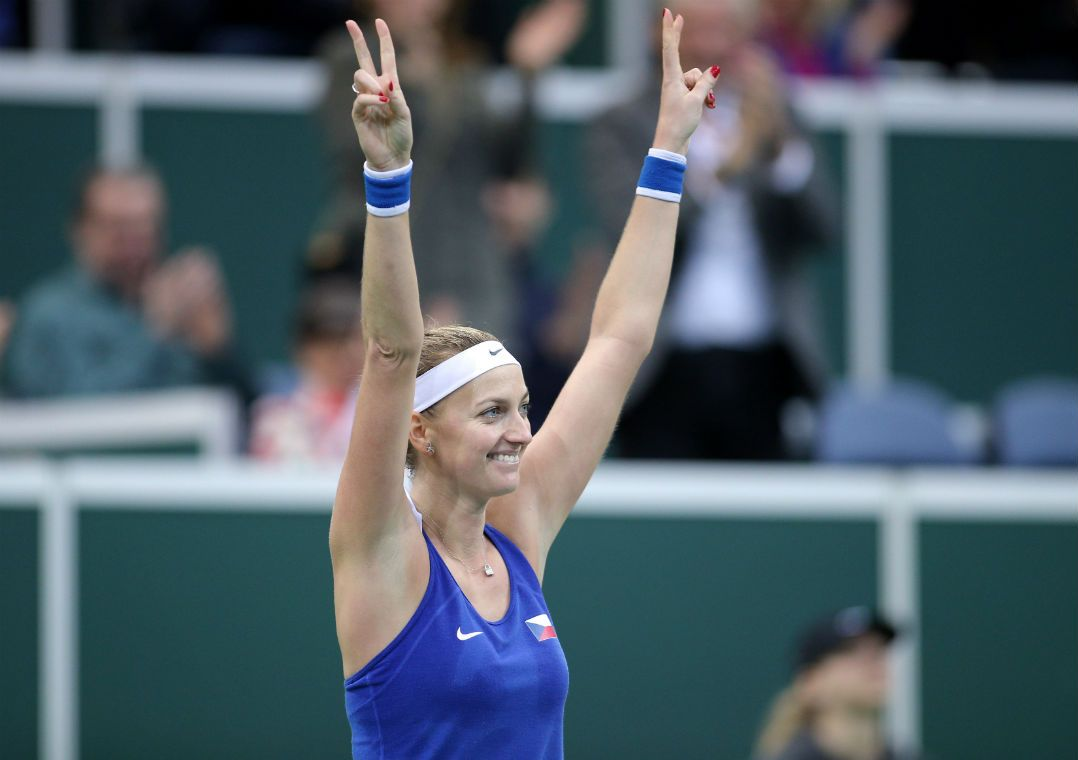 Kvitova vira sobre Wozniacki e decide contra Muguruza