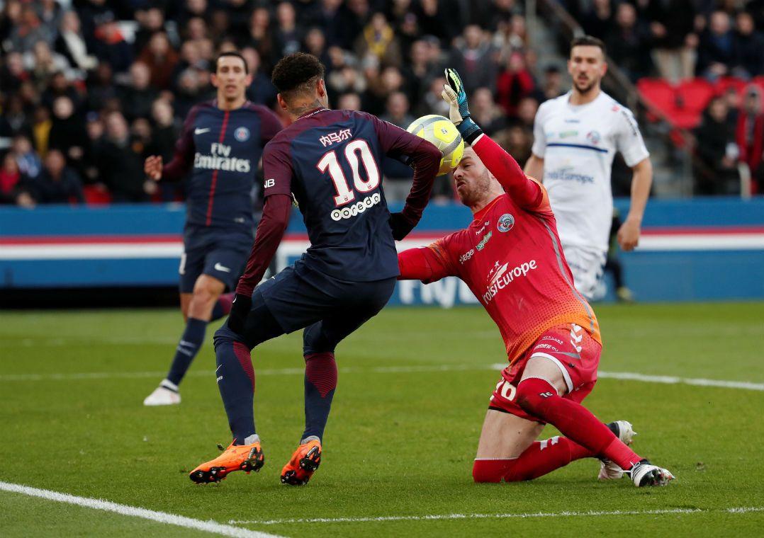 Neymar marca e PSG goleia o Strasbourg