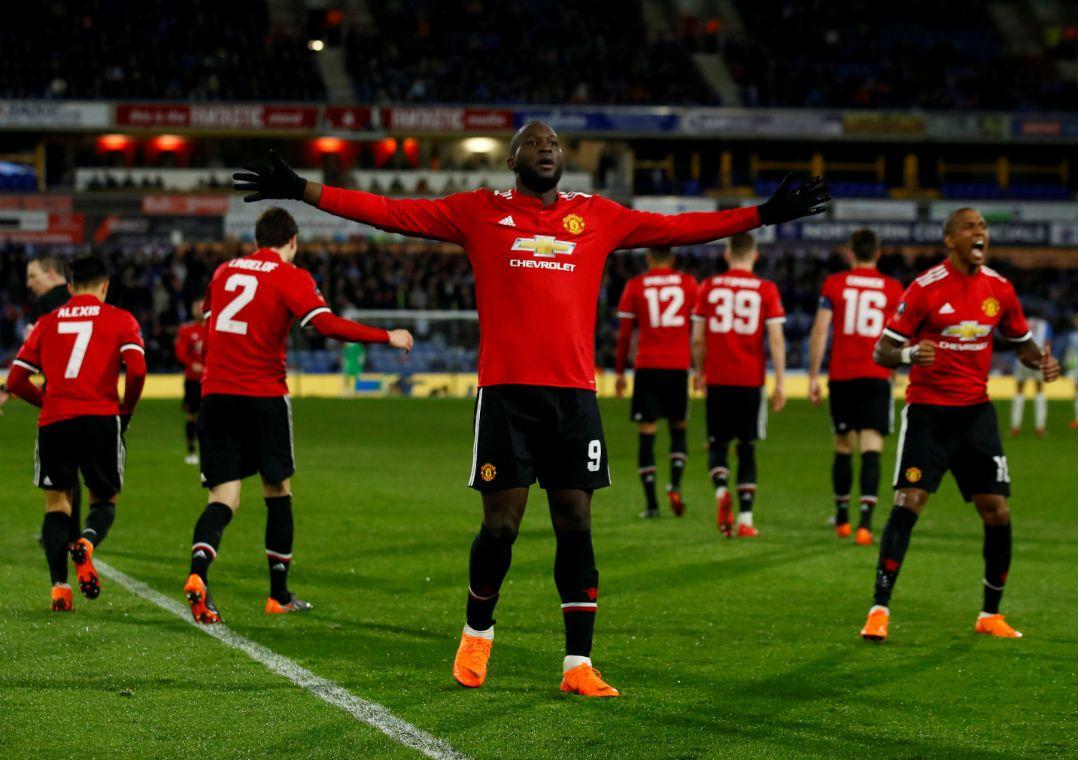 Lukaku decide e Manchester United vence