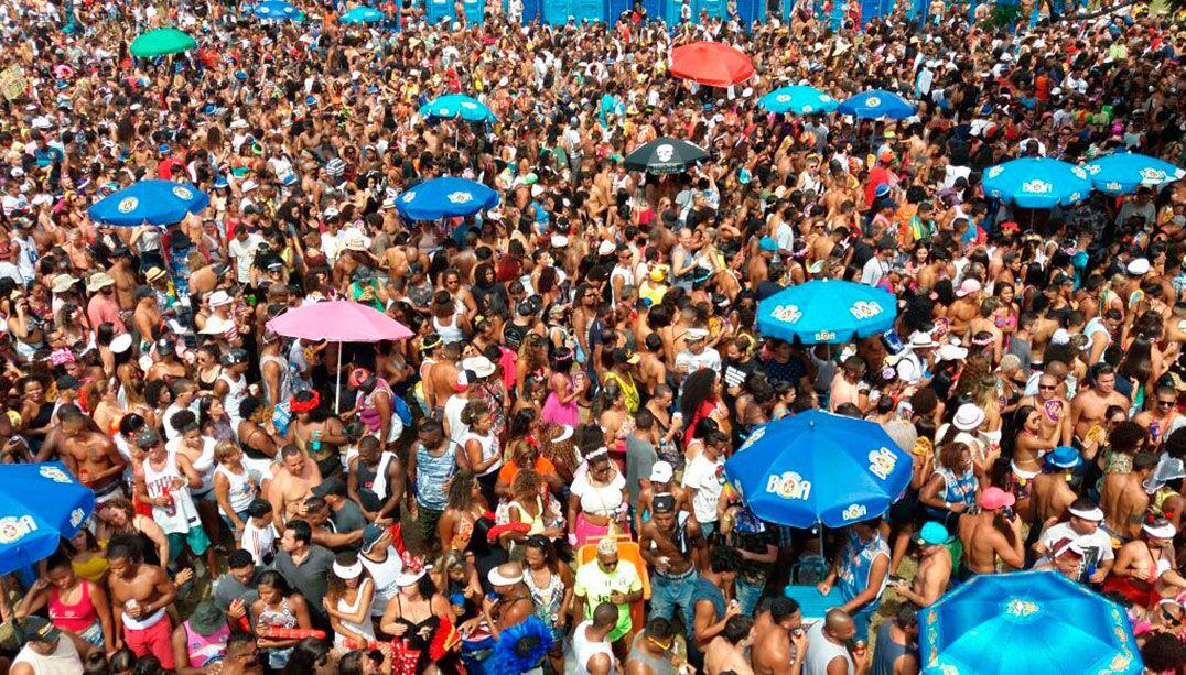 No Rio, foliões encerram o Carnaval com o Monobloco