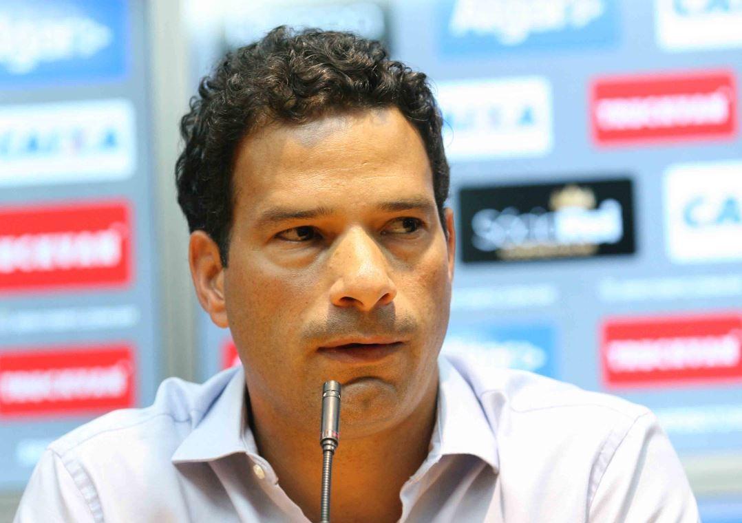 Gustavo Vieira deixa o Santos após dois meses no cargo