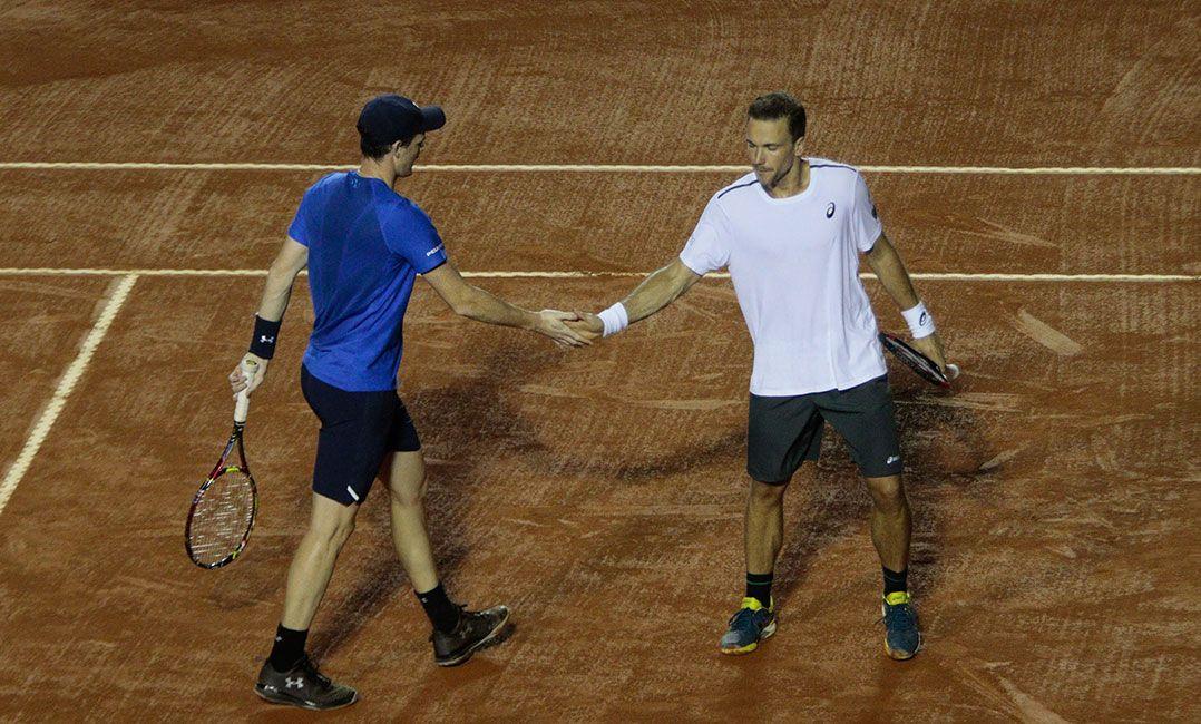 Bruno Soares e Jamie Murray comemoram vitória no Rio Open (Foto  Rudy  Trindade FramePhoto Estadão Conteúdo) 772ffd4a7f6de