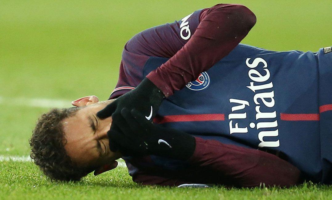 Neymar se lesionou durante classico no Campeonato Frances