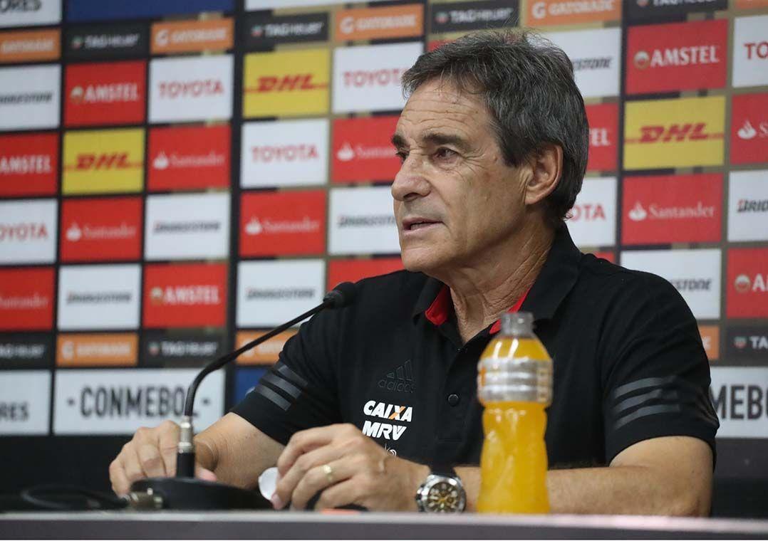 f58b6f9b7a Carpegiani vai treinar o Vitória até o final da temporada   Gilvan de  Souza Flamengo