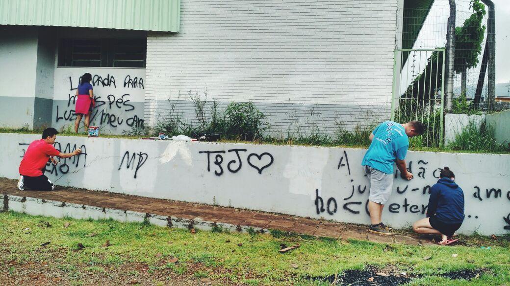 Após a limpeza do picho, os jovens receberão oficinas de grafitti  / Polícia Civil Dois Irmãos