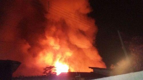 Estrutura de madeira contribuiu para o fogo se alastrasse   / Divulgação/Bombeiros