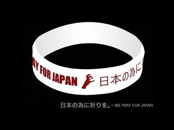 A pulseira criada por Lady Gaga para ajudar as vítimas do Japão