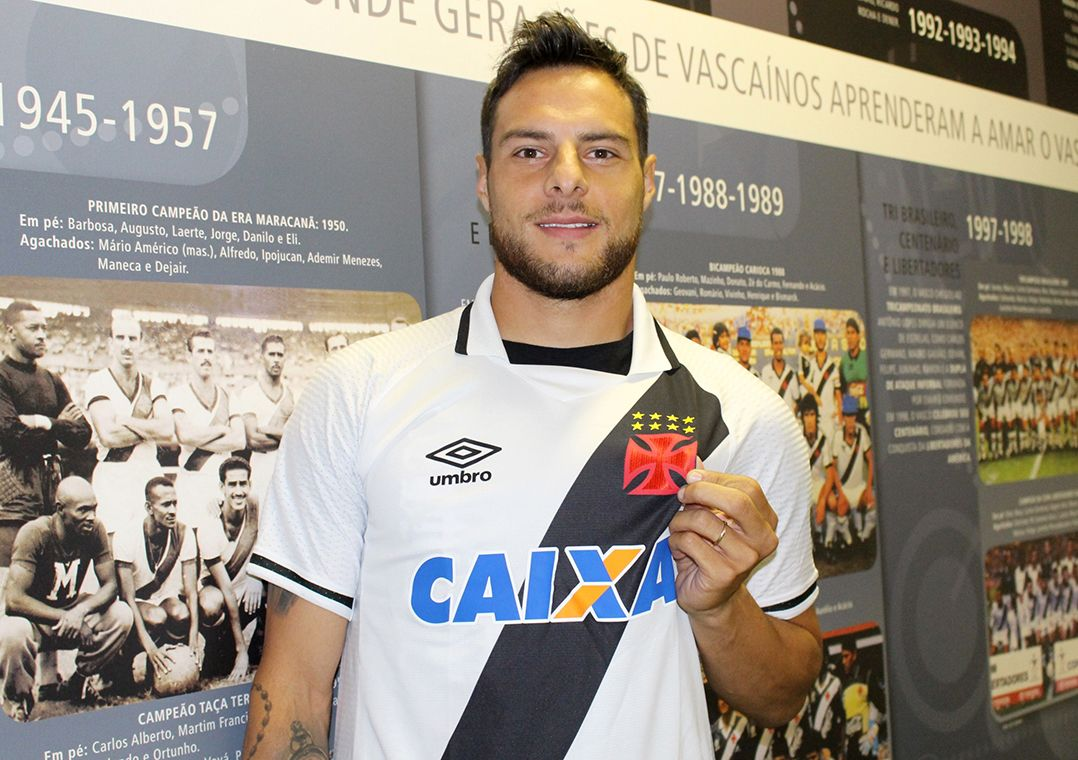 Desábato treina e deve reforçar o Vasco no clássico com o Botafogo
