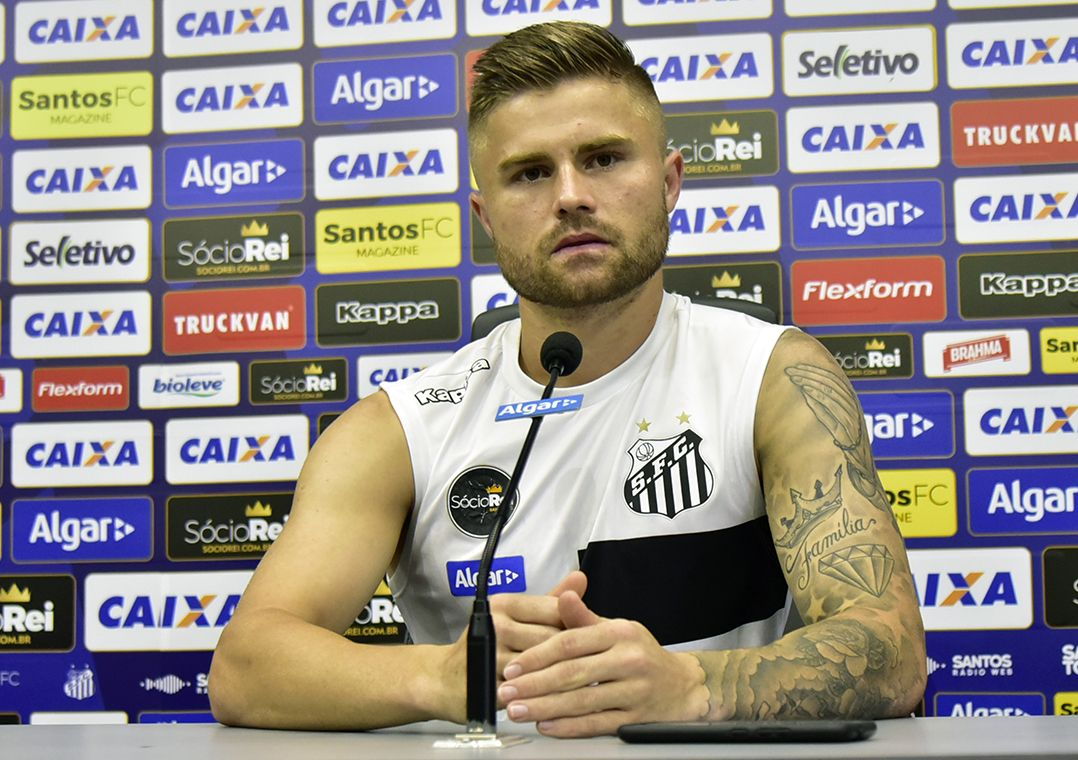 Eduardo Sasha celebra fase artilheira e espera ficar mais no Santos