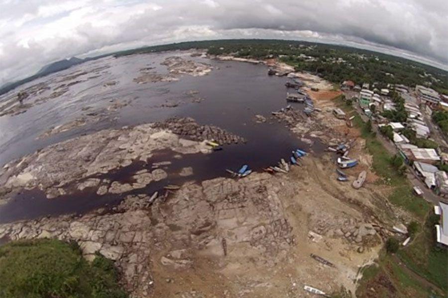 Enquanto cheia atinge parte do AM, Alto Rio Negro sofre com estiagem