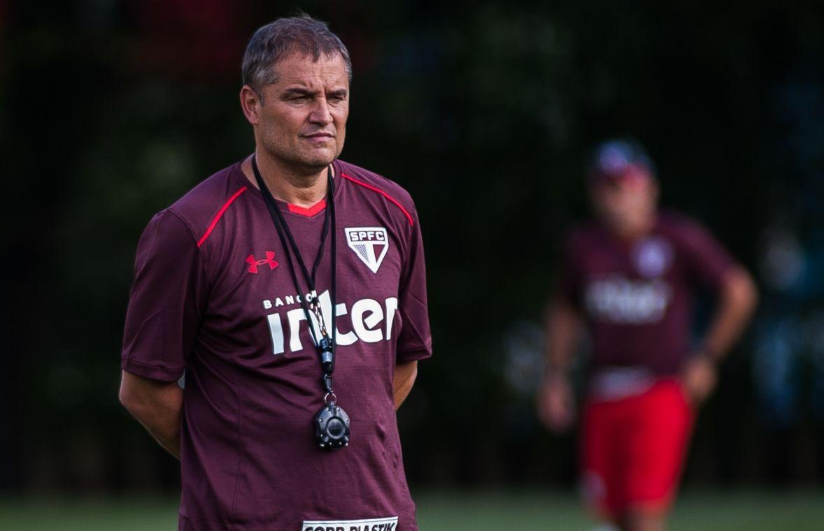 Aguirre comanda primeiro treino no São Paulo e faz mistério