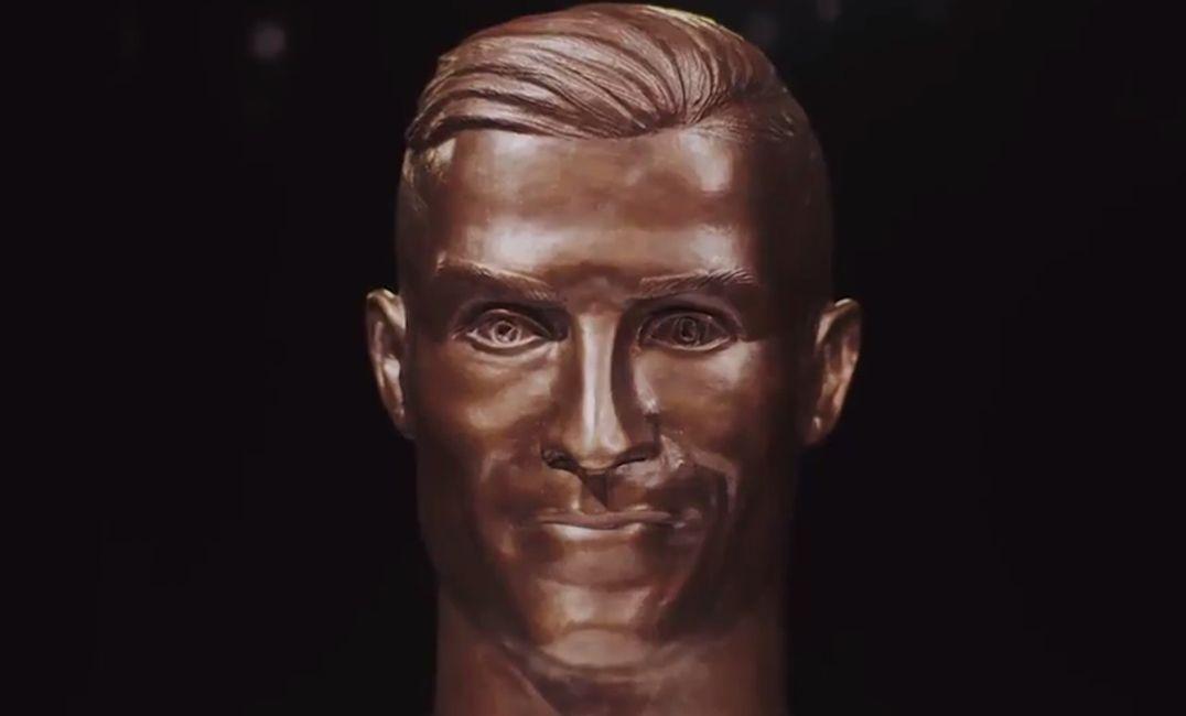38c965cc02b86 Cristiano Ronaldo foi homenageado com uma nova estátua (Foto: Divulgação)
