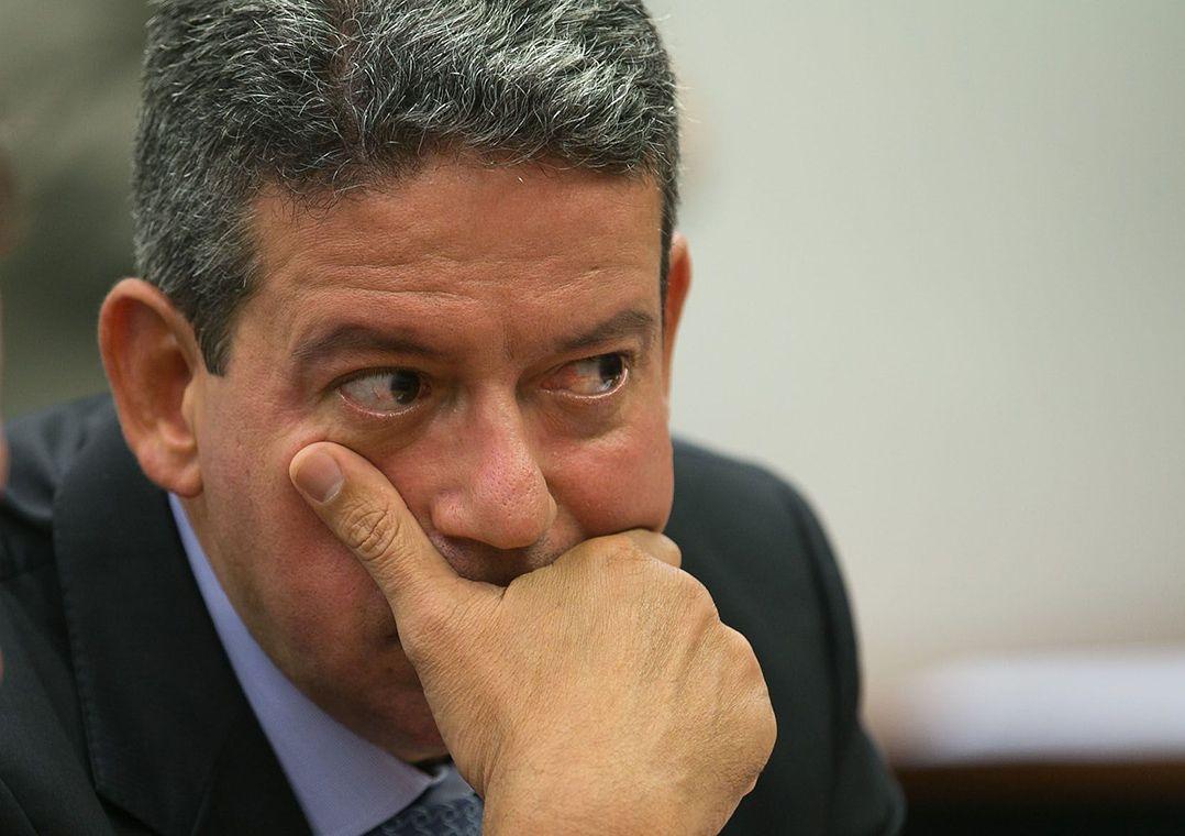 Polêmica, PEC da imunidade parlamentar avança na Câmara