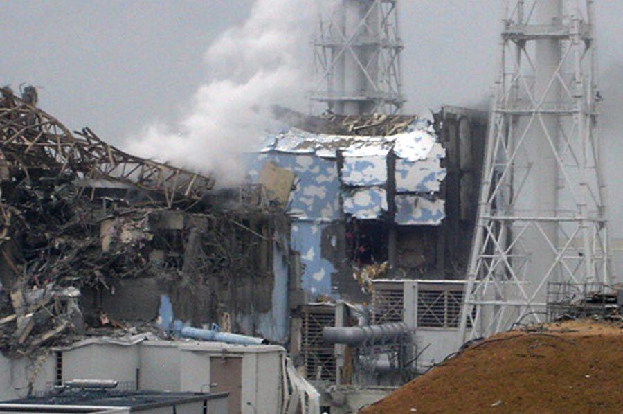 Uma onda de quase 15 metros de altura afetou os sistemas de resfriamento dos reatores  e geradores de emergência situados no subsolo / Tepco/ Jiji Press/ AFP