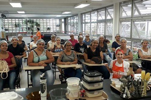 O curso de bolos é um dos mais procurados do Qualifica para geração de renda / Divulgação/Prefeitura