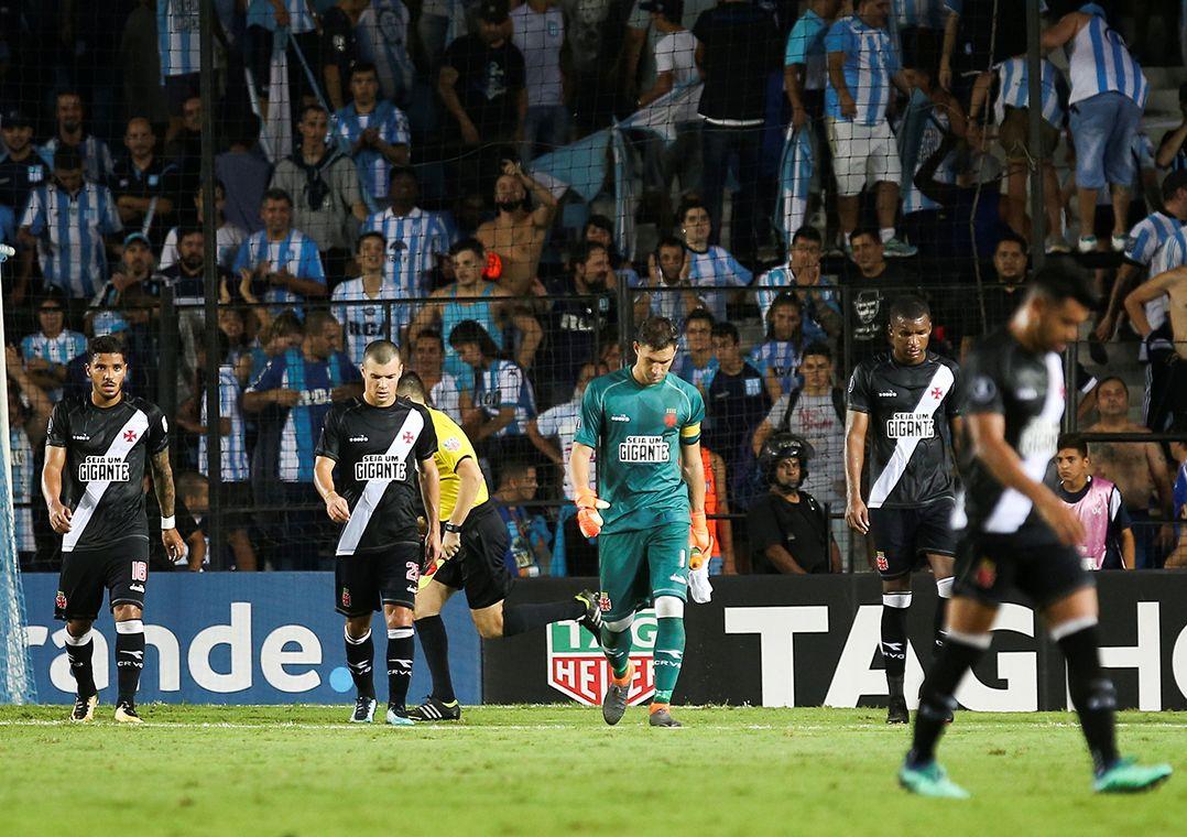 Vasco leva goleada do Racing na Argentina