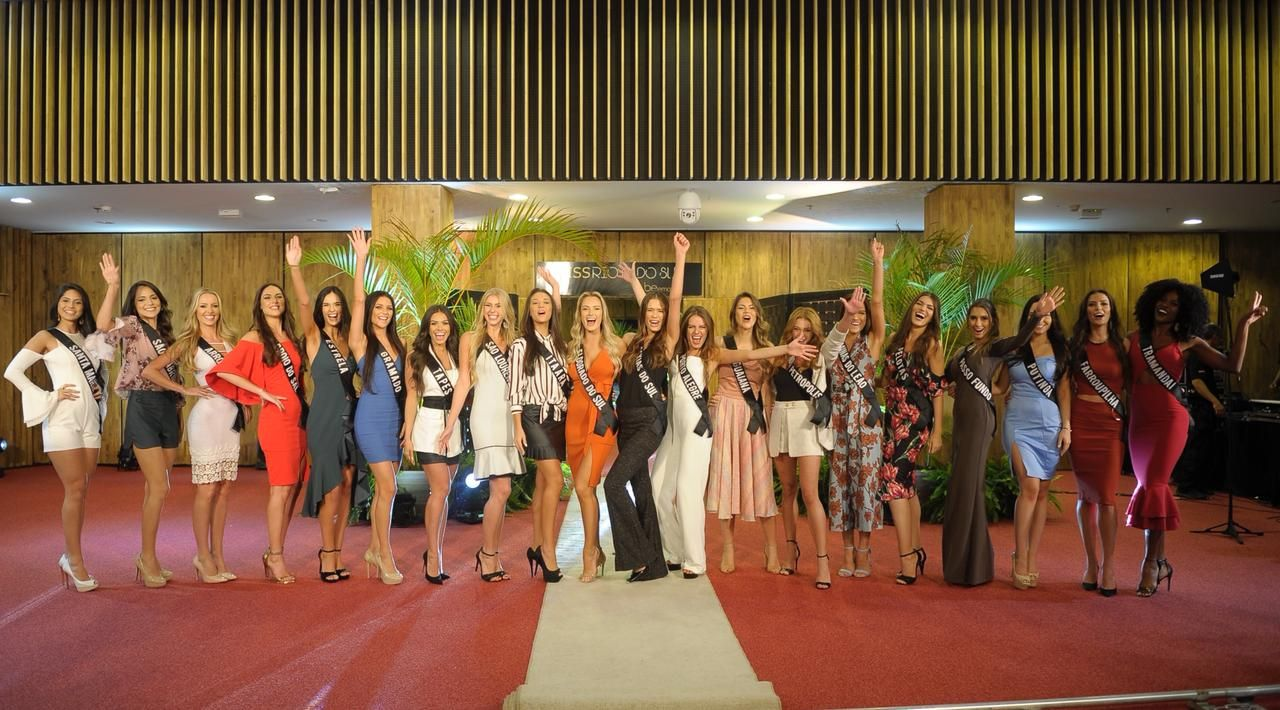 Júri decide top 20 em Desfile de Gala