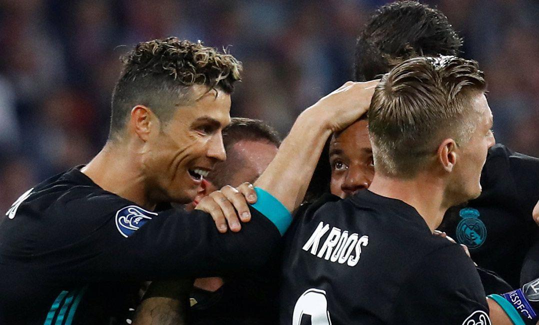 Jogadores do Real Madrid comemoram gol de Marcelo (Foto  Kai Pfaffenbach  Reuters) f6aff238b85e9