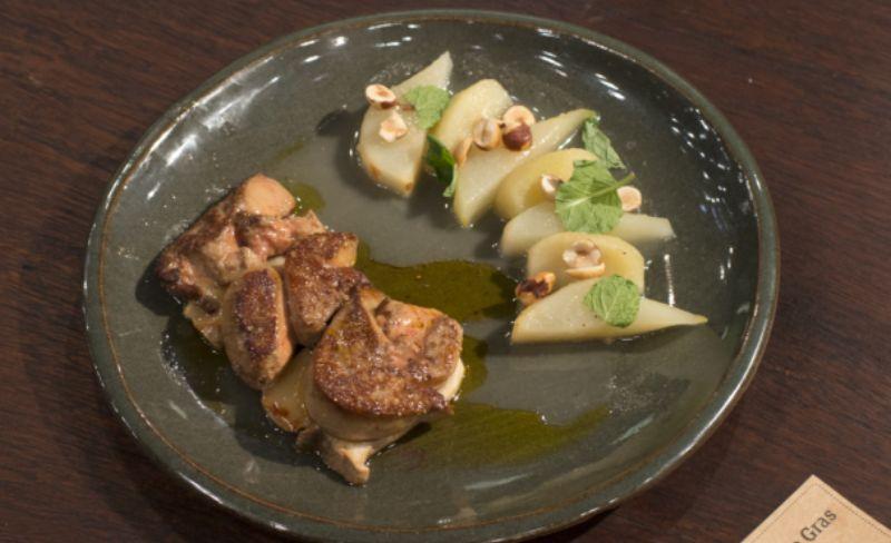 Foie gras em cama de cordoncellos e compota de peras e maçã