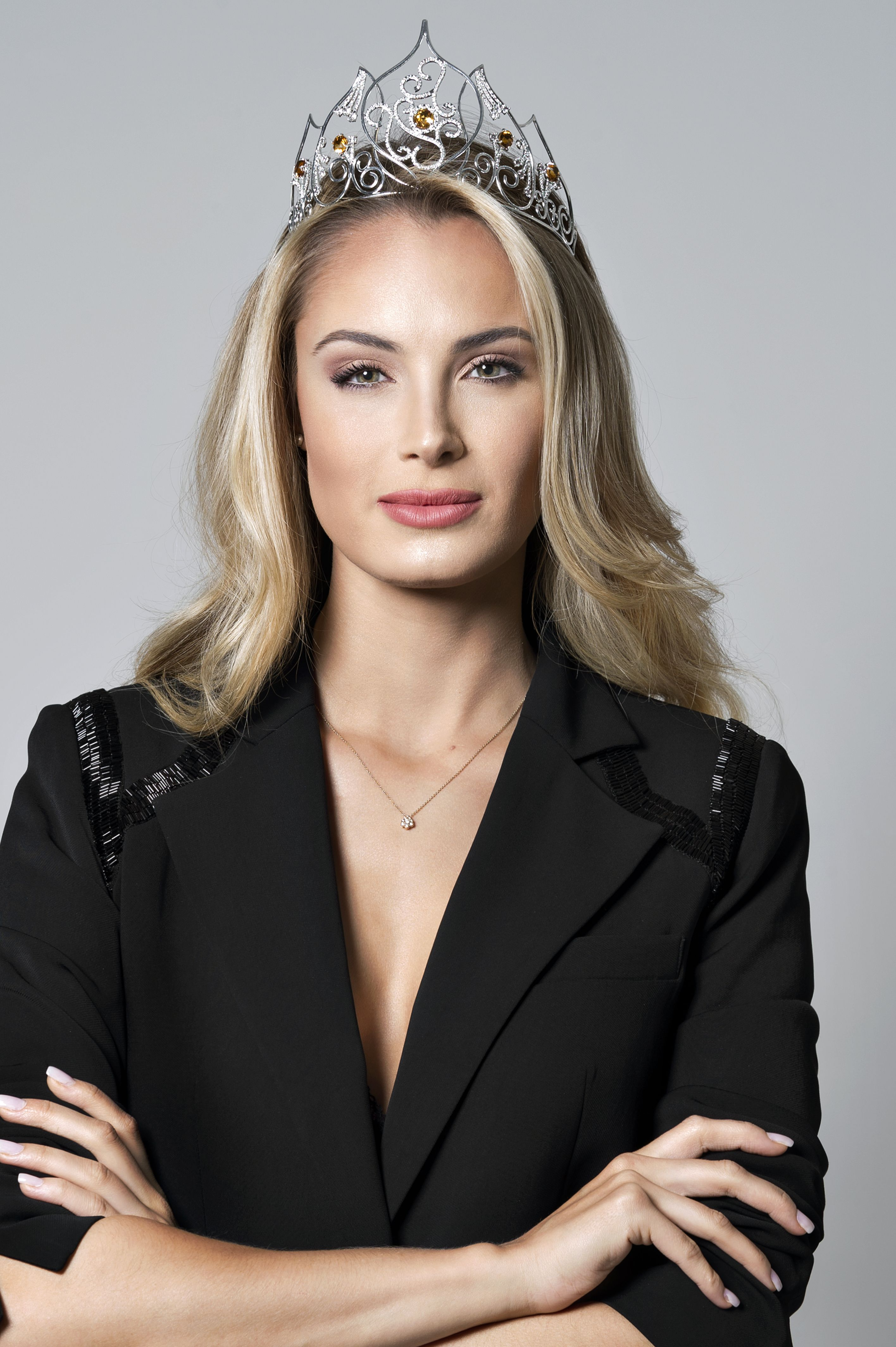 Leonora Weimer faz fotos oficiais para Miss Brasil