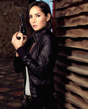 Carmen Villalobos interpreta a agente Leonor Ballesteros / Divulgação