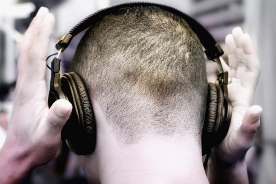 f 42585  Aparelhos eletrônicos podem causar perda de audição