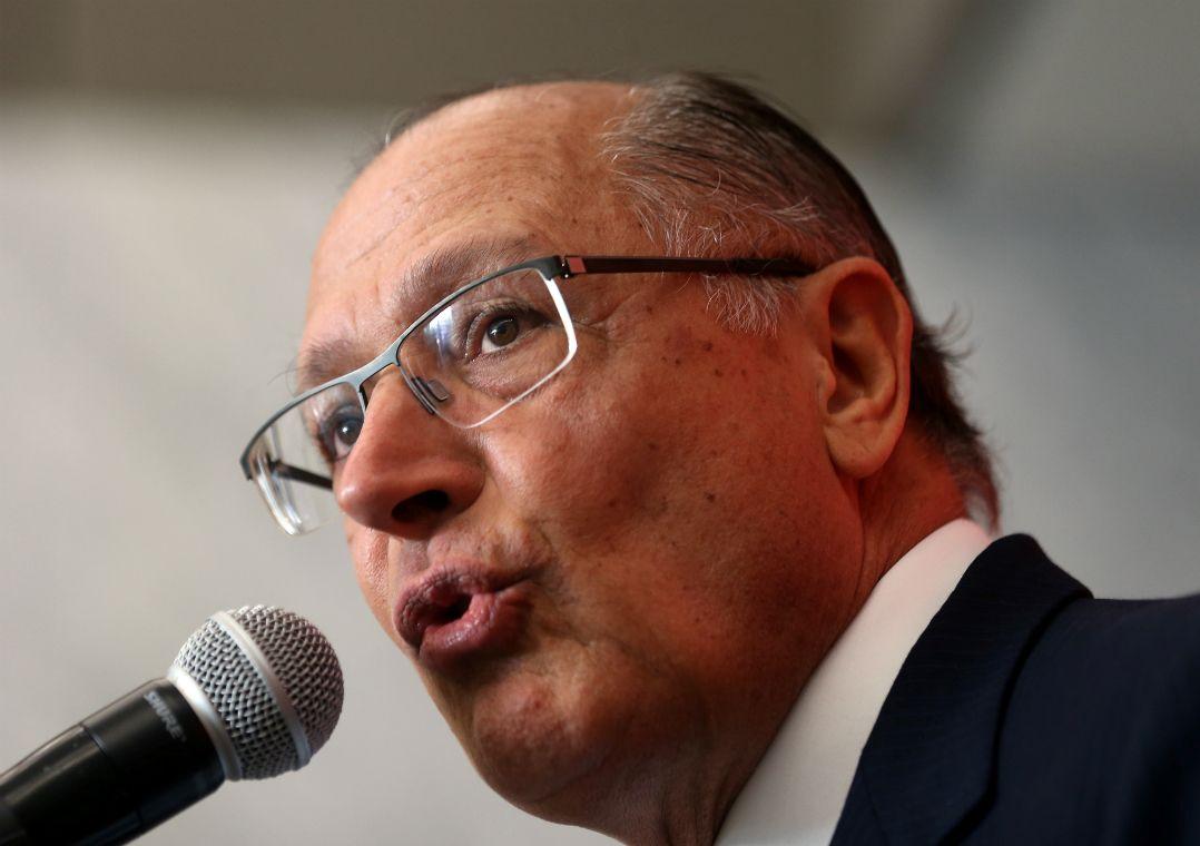 Em sabatina, Alckmin busca se afastar de Azeredo