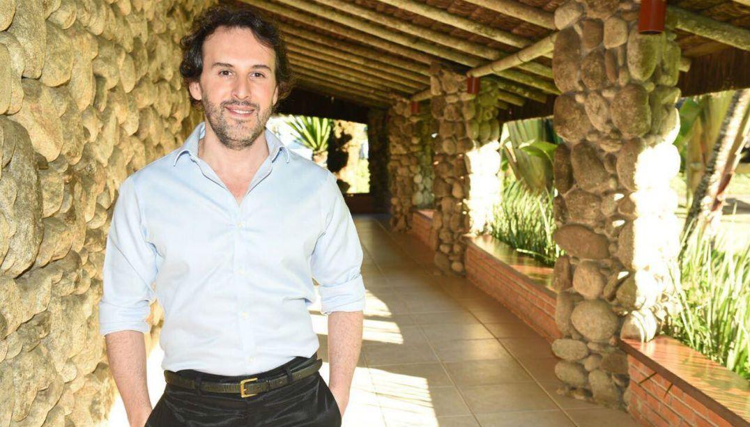 Marcos Proença dá dicas para misses manterem o cabelo impecável