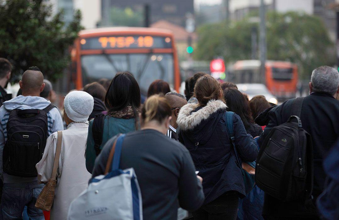 Pesquisa aponta que brasileiros estão usando menos transporte público