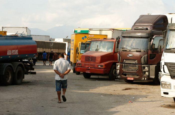 Crivella permite circulação de caminhões sem restrição