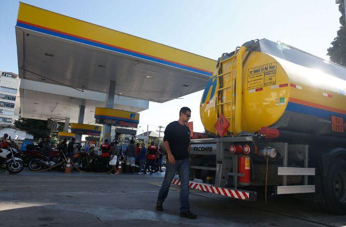 Abastecimento em postos de combustível começa a ser normalizado