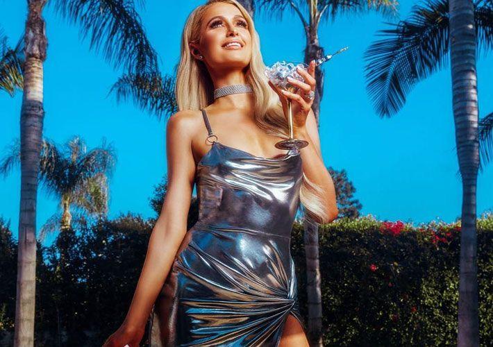 cf52890e3 Paris Hilton lança coleção inspirada em seu estilo dos anos 2000 ...